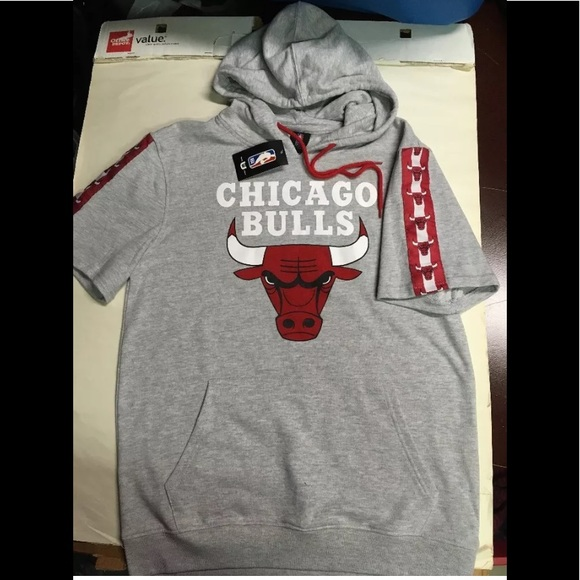 Gray Chicago Bulls short sleeved hoodie NBA e59b45260eb0